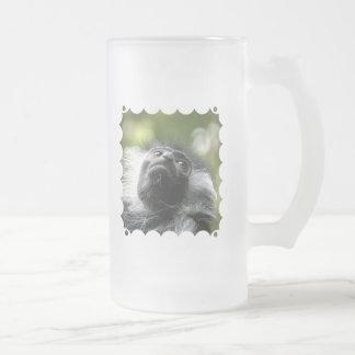 Taza de cerveza helada del mono de Colobus de