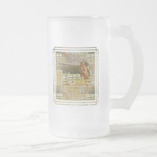 Taza de cerveza helada demostración del caballo de
