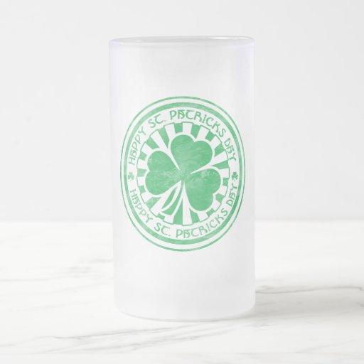 Taza de cerveza helada día del St. Patricks
