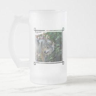 Taza de cerveza helada lobo de acecho