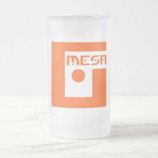 Taza de cerveza helada logotipo del Mesa del friki