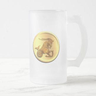 Taza de cerveza helada zodiaco del Capricornio