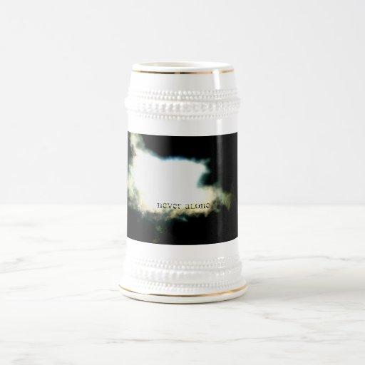taza de cerveza nunca sola de la nube