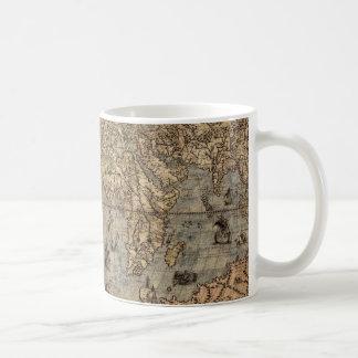 Taza de consumición antigua del mapa de Viejo Mund