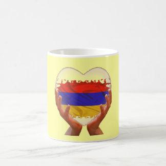 Taza de cristal armenia del corazón