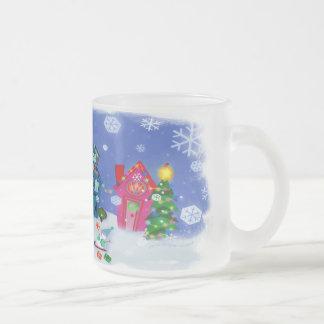 Taza de cristal escarchada de la Nochebuena Nevado