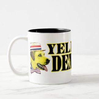 Taza de Demócrata del perro amarillo