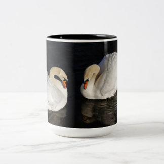 Taza de dos cisnes