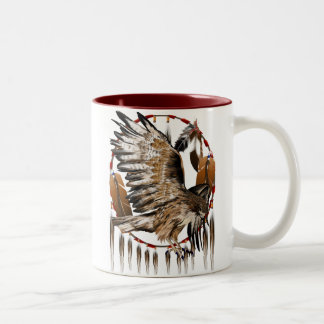 Taza de Dreamcatcher del halcón del vuelo