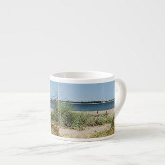 Taza de expreso playa con dunas taza espresso