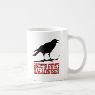 Taza de Halloween del bebé del cuervo primera