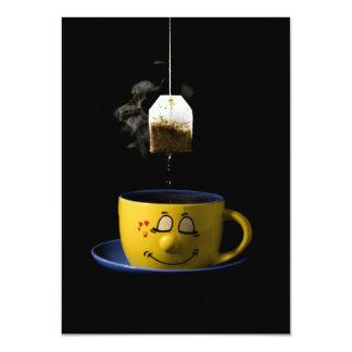 Taza de invitación del té