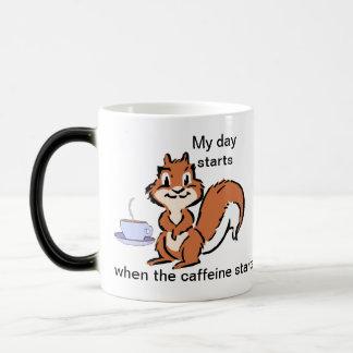 Taza de la ardilla del café