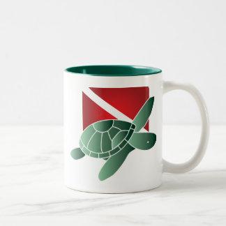 Taza de la bandera de la zambullida de la tortuga