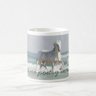 Taza de la belleza del océano del caballo