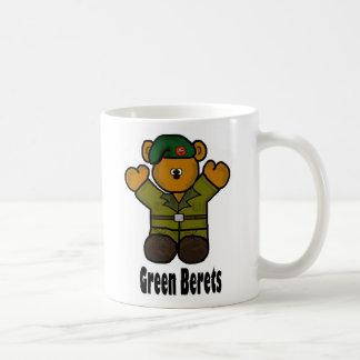 Taza de la boina verde por Brownielocks