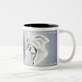 Taza de la cabeza de caballo blanco