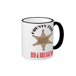 Taza de la cárcel B&B del condado