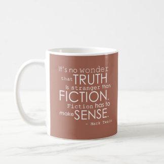 """Taza de la cita de la ficción de Mark Twain """"extra"""