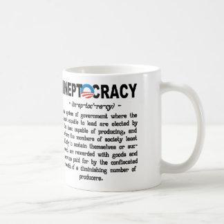 Taza de la definición de Ineptocracy de la adminis