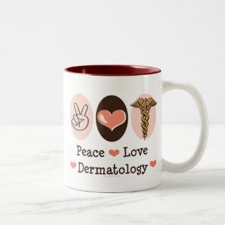 Taza de la dermatología del amor de la paz