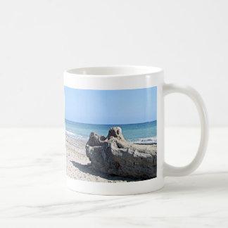 Taza de la escena del océano de la playa