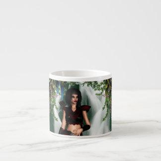 Taza de la especialidad del duende del arbolado taza espresso