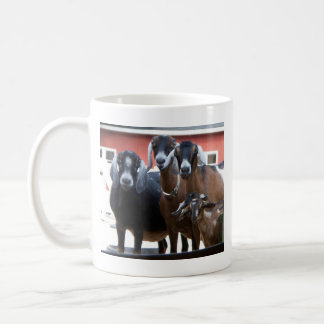 Taza de la familia de la cabra (una echada a un