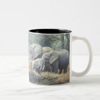 """""""Taza de la familia del elefante"""" Taza De Café De Dos Colores"""