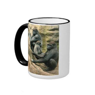 Taza de la familia del gorila de los zurdos