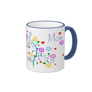 Taza de la flor de la mamá del feliz cumpleaños