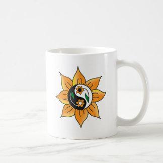Taza de la flor de las karmas