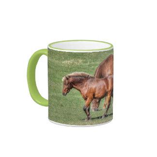 Taza de la foto de dos caballos del rancho que