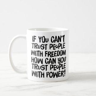 Taza de la gente de la confianza