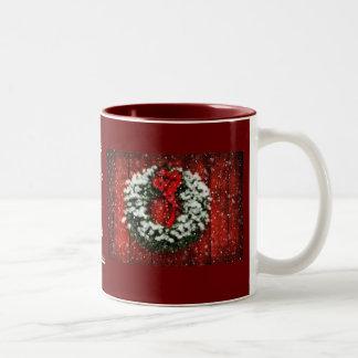 Taza de la guirnalda del navidad Nevado