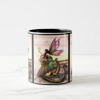 Taza de la hada y del dragón por Molly Harrison