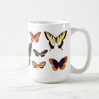 Taza de la impresión del ejemplo de las mariposas