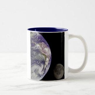 Taza de la luna de la tierra