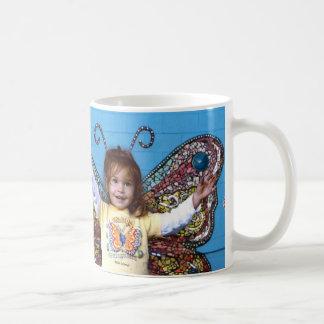 Taza de la mariposa de Eliza - medio