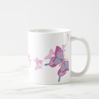 Taza de la mariposa del rosa del azul de cielo