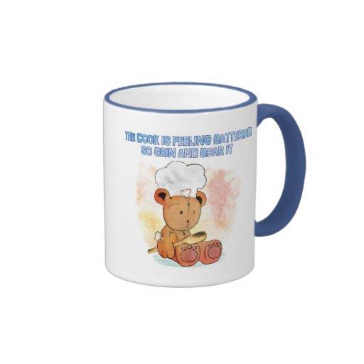 taza de la mueca y del cocinero del oso