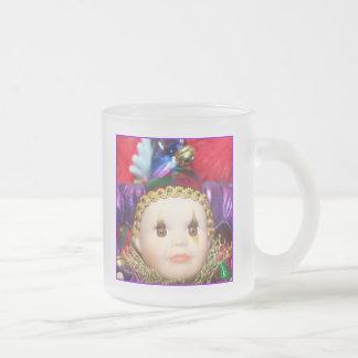 Taza de la muñeca del payaso del carnaval