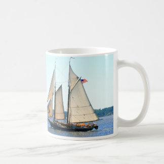 taza de la navegación del schooner