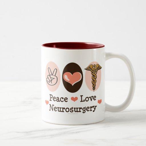 Taza de la neurocirugía del amor de la paz