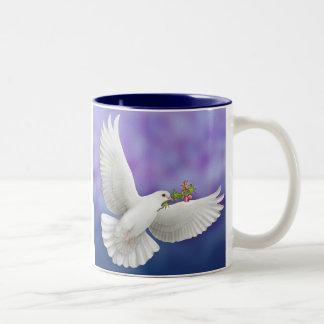 Taza de la paloma de la paz del vuelo