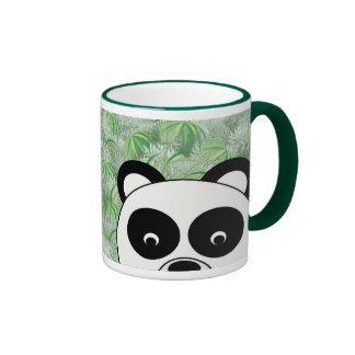 Taza de la panda de la mirada furtiva
