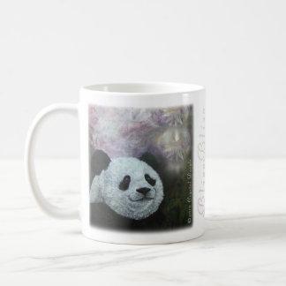 Taza de la panda que escucha audaz