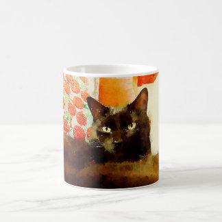 Taza de la pintura del gato negro