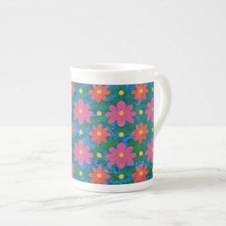 Taza de la porcelana de hueso de las flores y de taza de porcelana