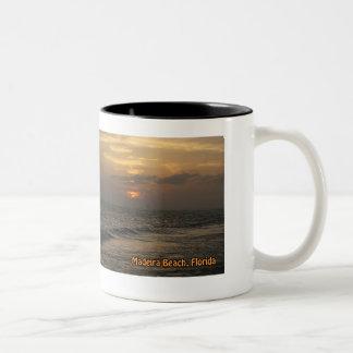 Taza de la puesta del sol de Madeira